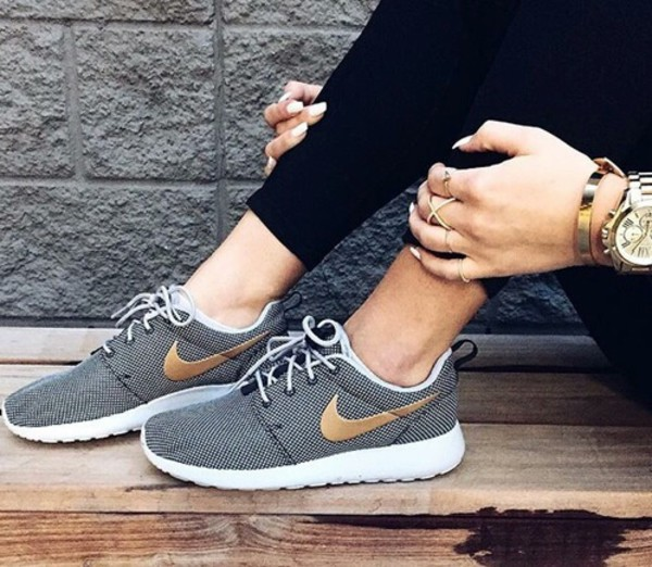nike roshe run dames footlocker